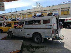 サンカムペーン方面行きバス