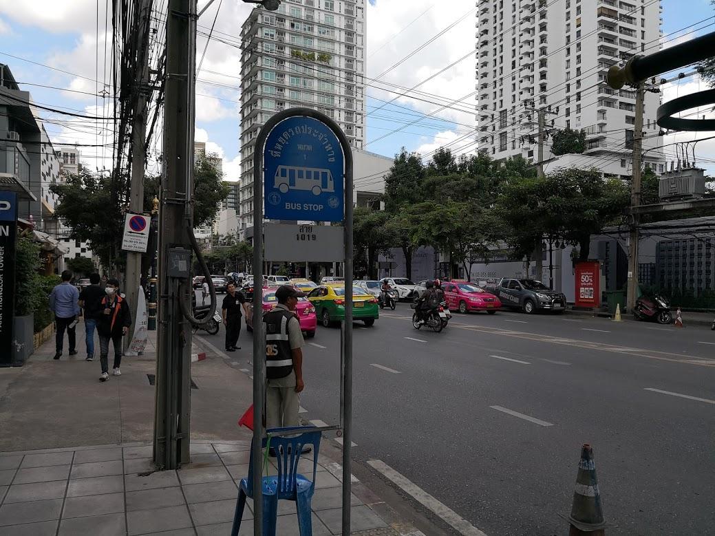 赤バスバス停