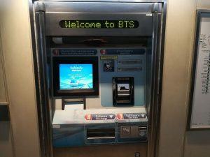 BTS券売機 硬貨と紙幣の両方が利用可能