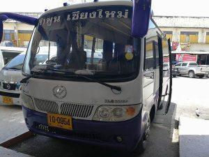 ランプーン行のバス