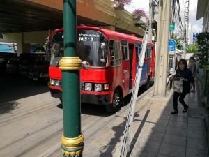 トンロー「赤バス」